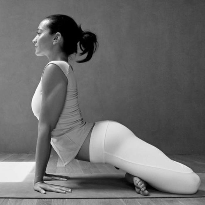 les-bienfaits-du-yoga-strechintg-de-lestomac-pour-ventre-plat