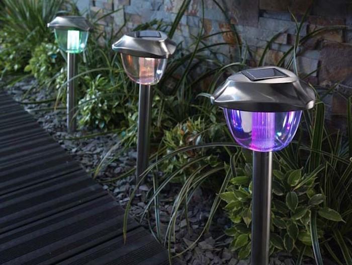 luminaire-castorama-solaire-a-led-couleurs