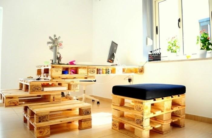 magnifique-bureau-en-palette-design-interessant-grande-surface-avec-beaucoup-d-espace-pour-rangement