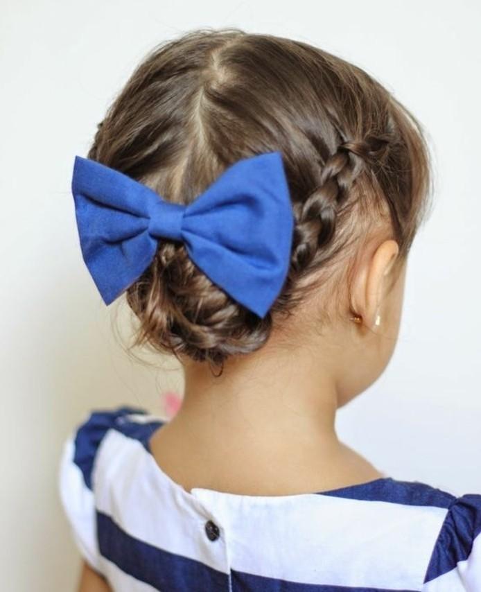 magnifique-coiffure-bebe-fille-avec-tresses-et-joli-noeud