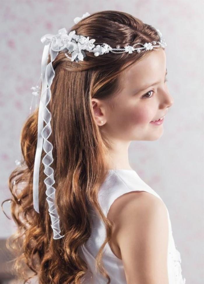 magnifique-coiffure-communion-cheveux-laches-et-formidable-accessoire-tres-esthetique
