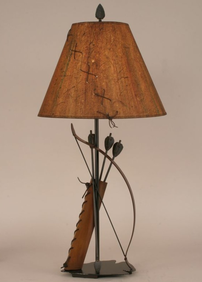 magnifique-decoration-arc-et-fleches-autour-d-une-lampe-idee-fabriquer-un-arc