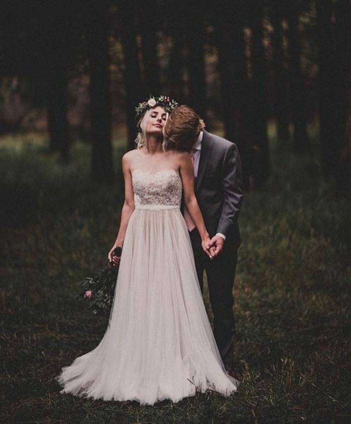 merveilleuse-robe-de-mariee-sur-mesure-elegance-jolie-couple