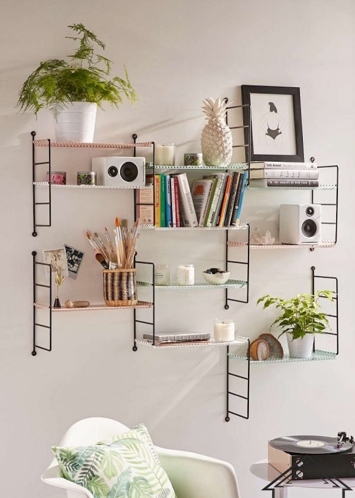 Idee deco etagere murale salon for Deco salon bibliotheque