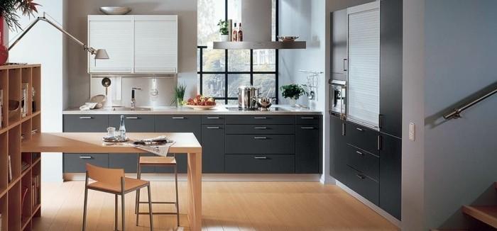 meuble-cuisine-couleur-anthracite-peinture-murale-grise-coin-repas-avec-table-en-bois-sol-stratifie