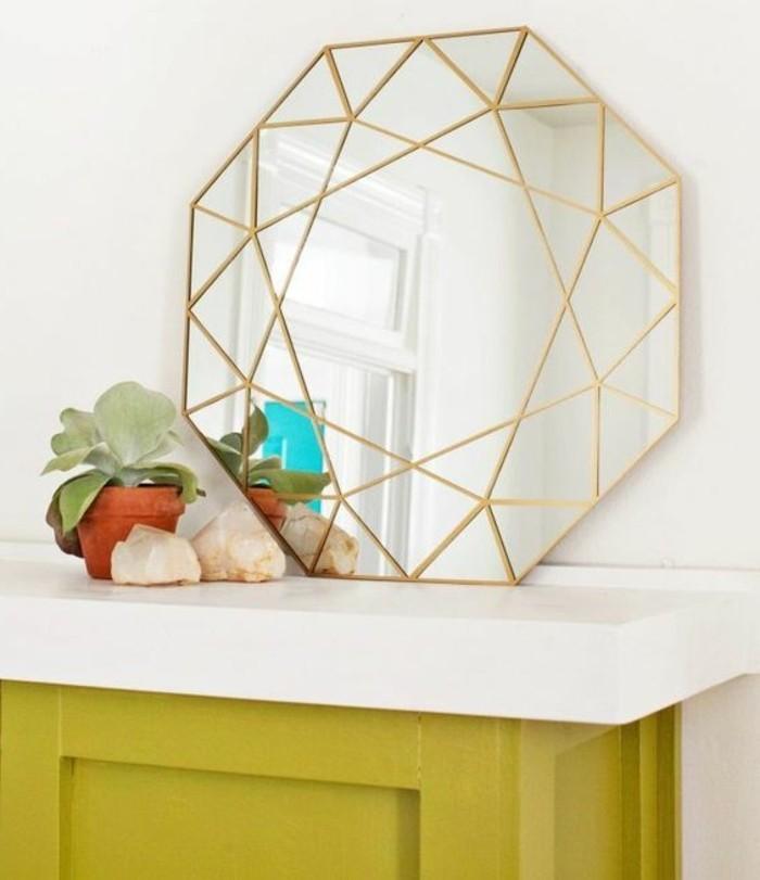 miroir-original-design-sophistique-encadrement-fin