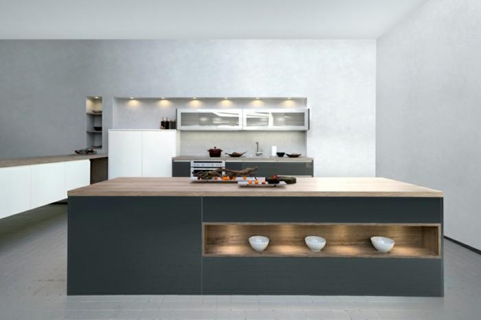 modele-de-cuisine-grise-meuble-cuisine-et-ilot-de-cuisine-couleur-gris-anthracite-plan-de-travail-en-bois-peinture-murale-et-carrelage-sol-gris-clair