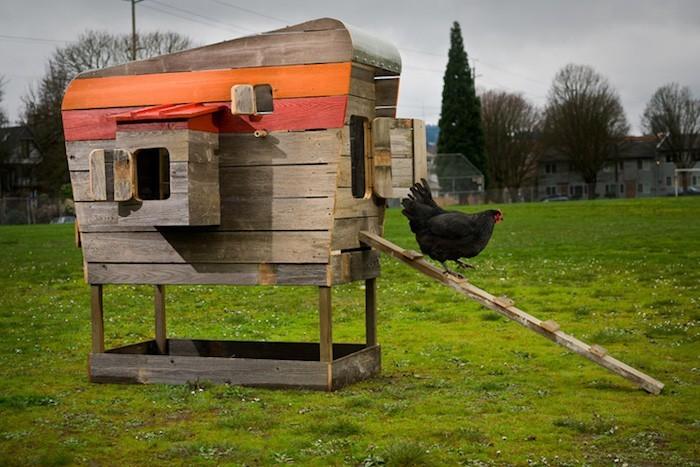 construire poulailler en bois palette pour poules de jardin