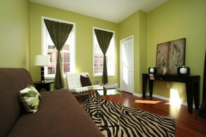On met l 39 accent sur la couleur de peinture pour salon for Salon parquet clair