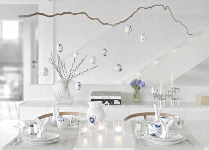 oeufs-decoratifs-suspendus-a-une-branche-deco-simple-et-elegante-pliage-de-serviette-lapin
