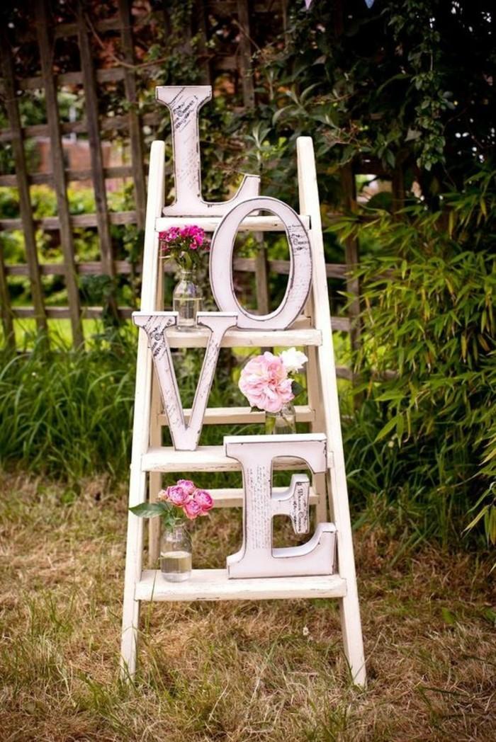 originales-idees-deco-salle-mariage-boheme-chic-escalier-amour