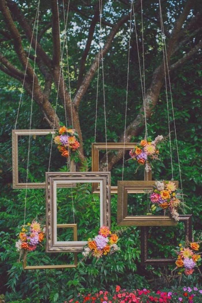 originales-idees-deco-salle-mariage-boheme-chic-les-cadres-photo