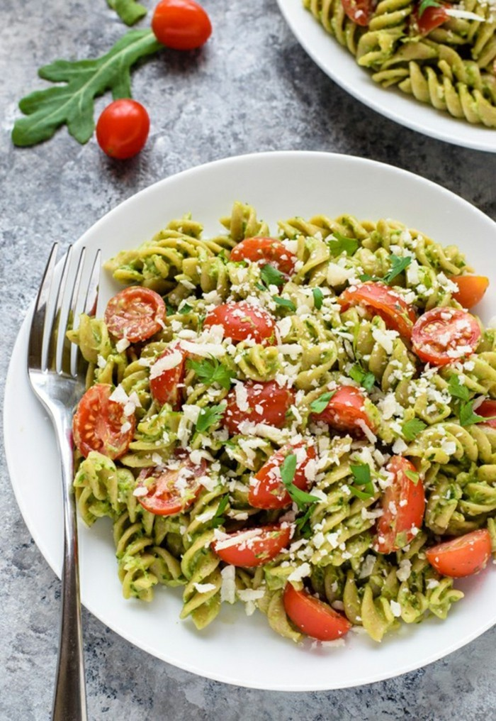 pesto-recette-salade-avocat-recettes-avocat-fruit