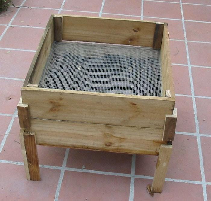 petit-composteur-bois-compost-compostage