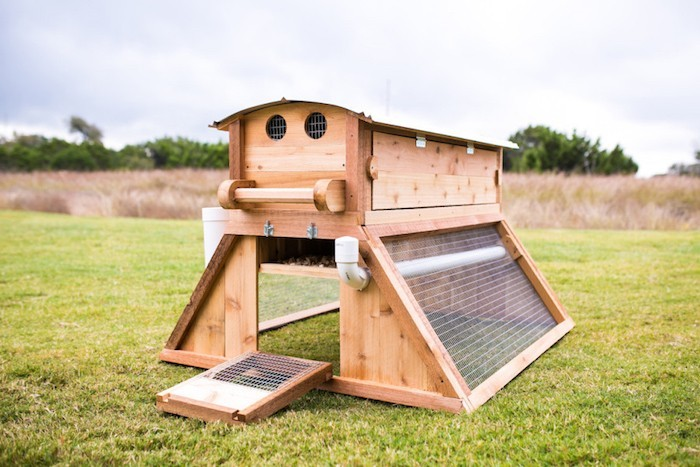 petit-poulailler-design-bois-mobile