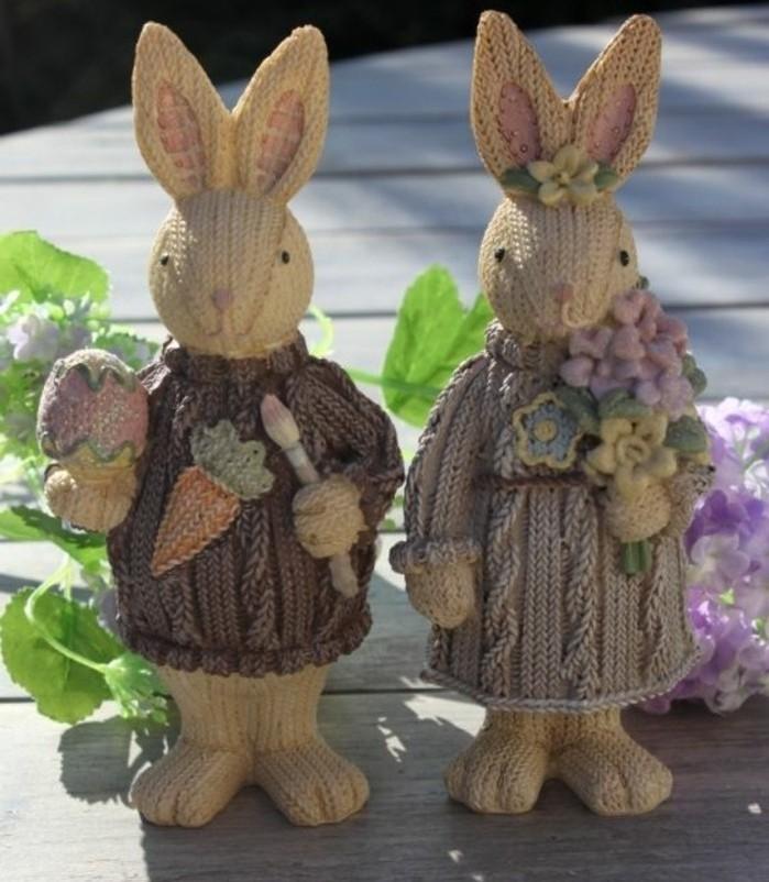 petites-figurines-de-lapins-tricotees-idee-deco-paques-extremement-sympa