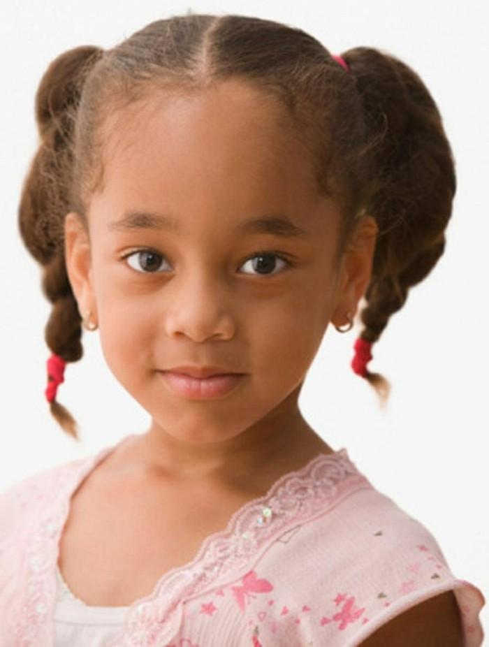 petites-fille-avec-deux-tresses-adorables-suggestion-tresse-enfant-fantastique