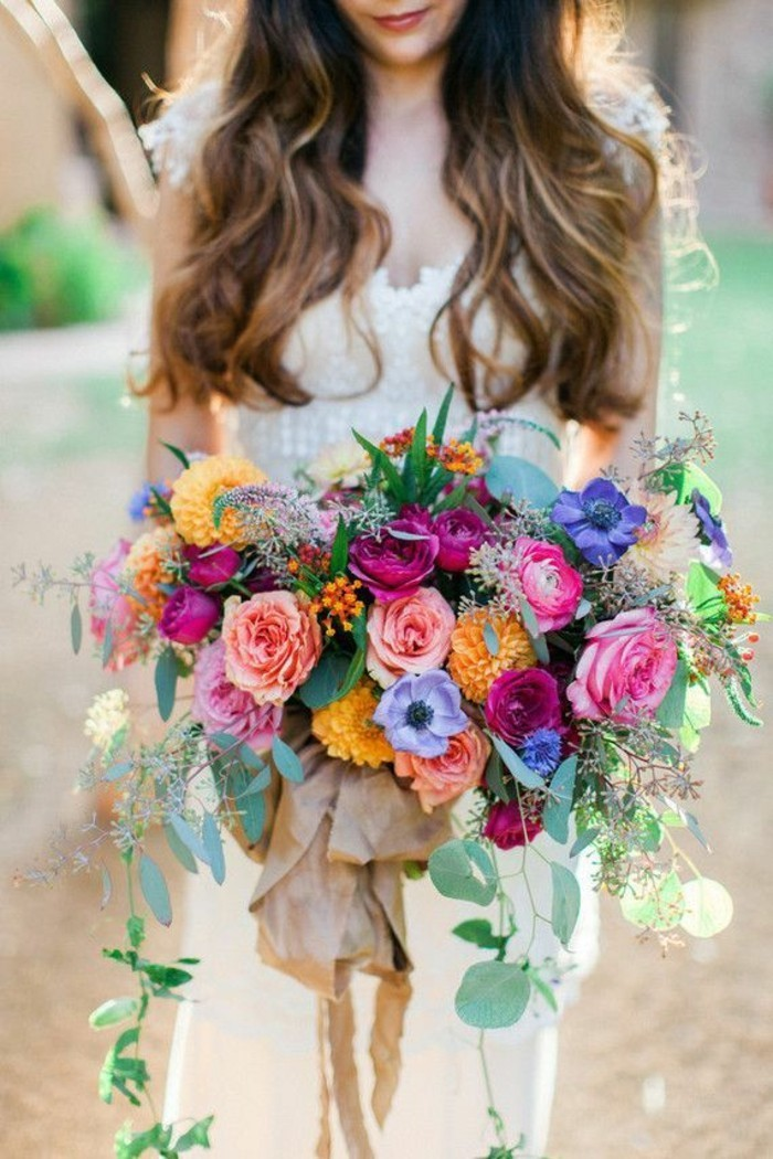 quelle-deco-de-table-mariage-pour-la-mariage-chic-la-mariee-et-son-bouquet