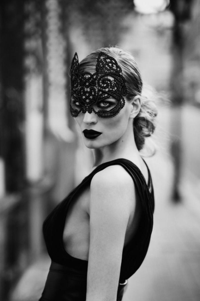 robe-de-bal-de-promo-masques-de-carnaval-photo-noir-et-blanc
