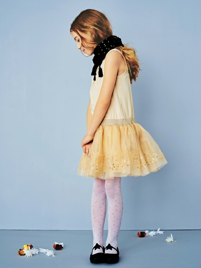 robe-de-fete-fille-vertbaudet-couleur-champagne-et-sequins-resized