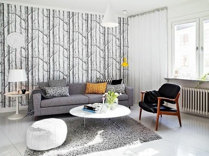 salon-gris-et-blanc-papier-peint-inspiree-du-theme-foret-nordique-canape-gris-table-basse-blanche