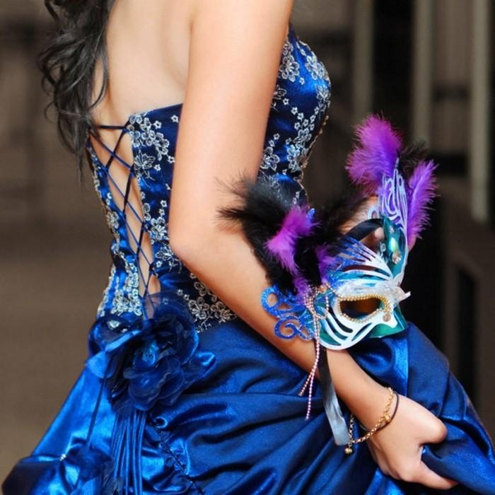 soiree-masquee-masque-de-bal-avec-masques-bleu