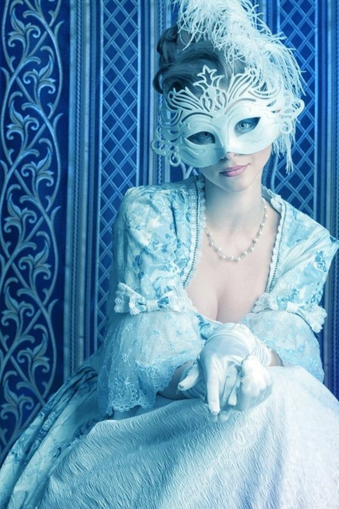 soiree-masquee-masque-de-bal-avec-masques-neige