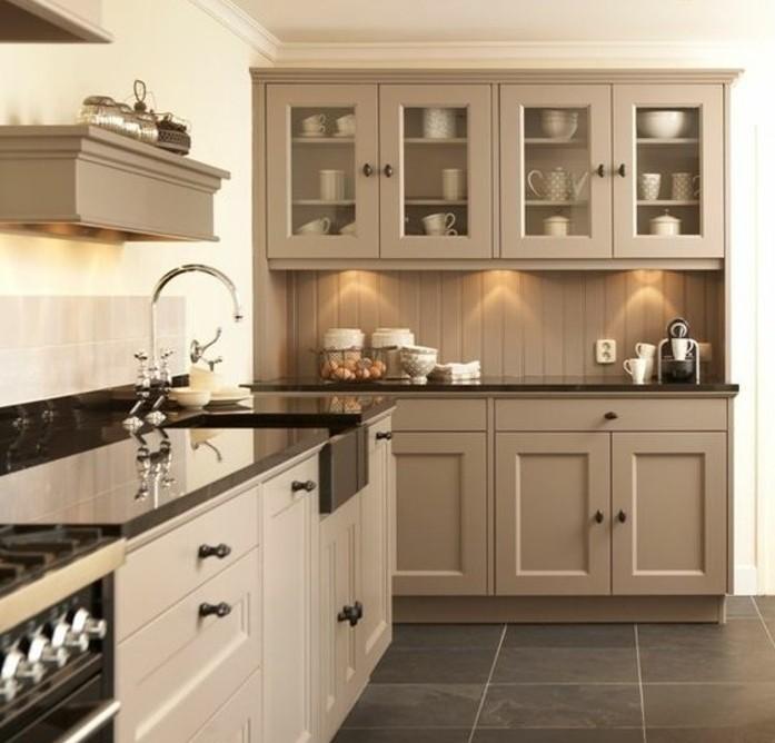 suggestion-tres-esthetique-couleur-taupe-clair-suggestion-magnifique-pour-votre-cuisine-moderne