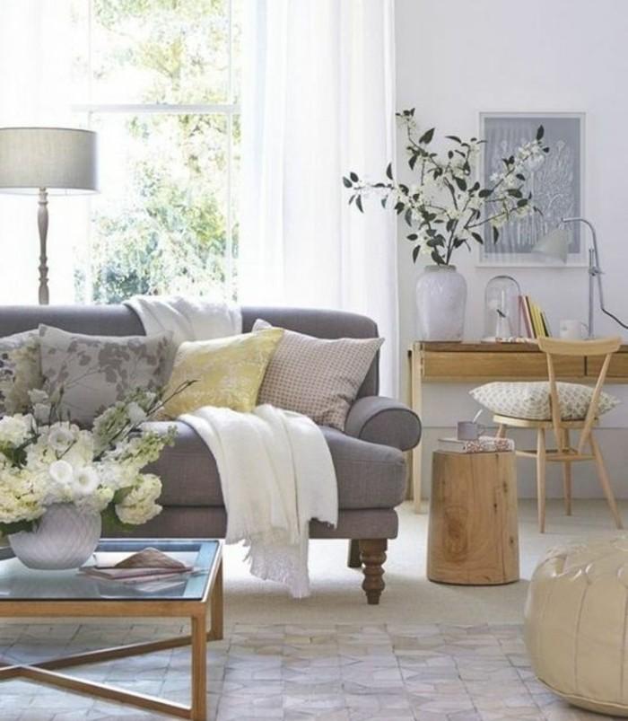 super-deco-salon-gris-tres-elegant-couleur-peinture-salon-blanc-canape-gris-meubles-en-bois-et-jolies-fleurs-salon-ensoleille