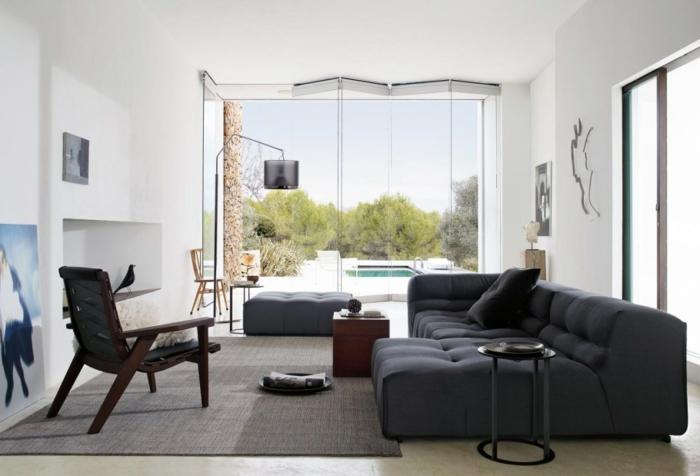 super-idee-deco-salon-en-blanc-et-gris-canape-en-gris-anthracite-tapis-gris-peinture-murale-blanche-ambiance-cocooning