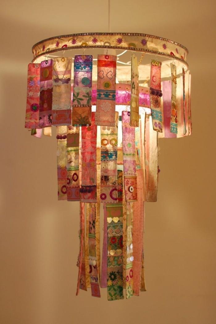 idee-creation-chandelier-tissu-original-creatif-lampe-suspendue-diy