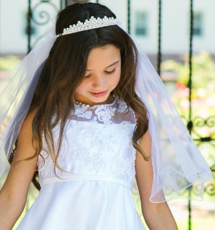 coiffure communion 60 id es g niales pour les petites demoiselles. Black Bedroom Furniture Sets. Home Design Ideas