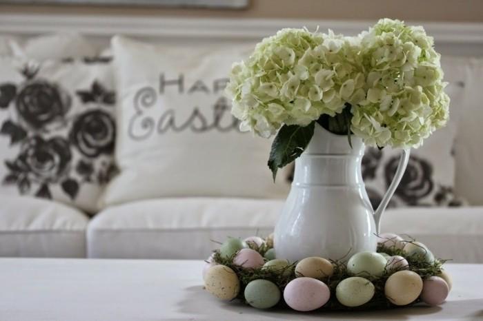 superbe-deco-de-paques-pour-votre-salle-de-sejour-fleurs-nid-de-paques-aux-oeufs