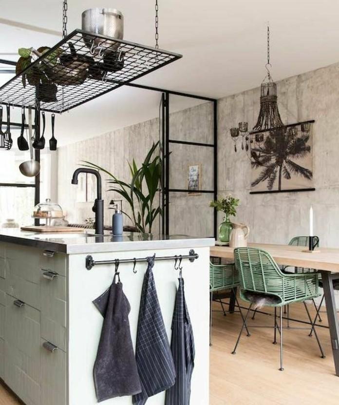 superbe-deco-industrielle-decor-en-bois-avec-des-elements-deco-floraux-style-industriel-et-exotique-a-la-fois