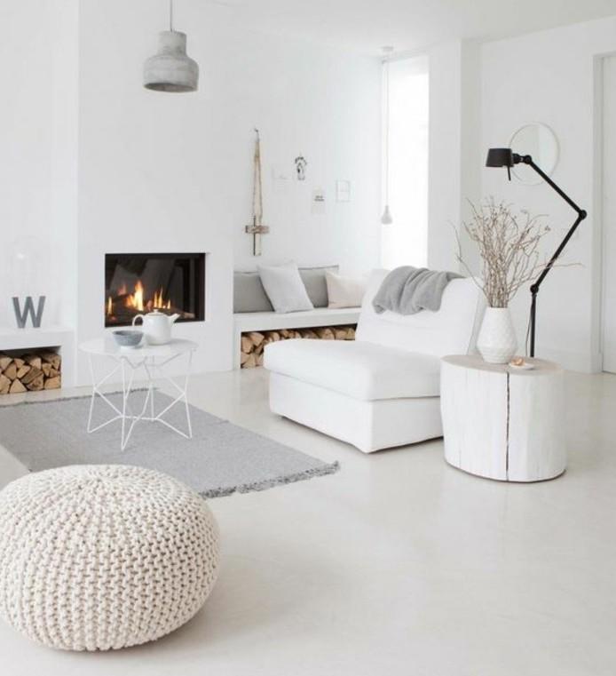 superbe-deco-salon-blanc-tapis-et-coussins-gris-magnifique-cheminee-decor-epure-un-veritable-paradis
