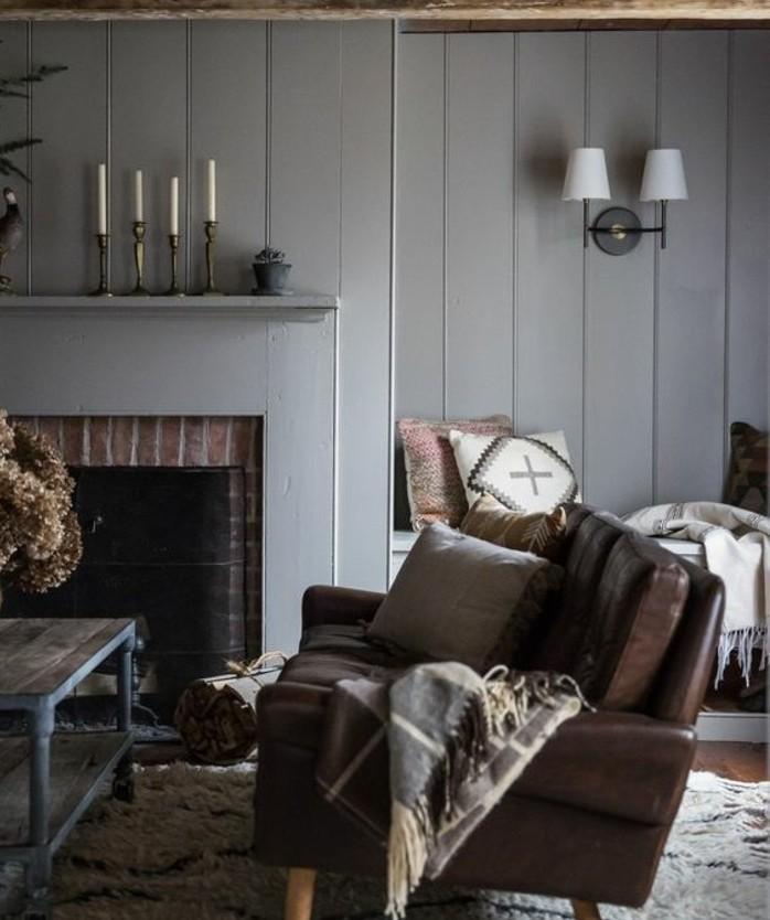 superbe-idee-deco-salon-gris-canape-en-cuir-magnifique-cheminee-deco-salon-vintage