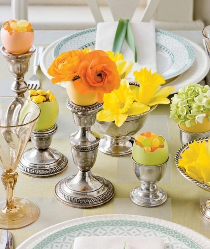 superbe-idee-d-arrangement-pour-votre-table-coquilles-d-oeufs-remplies-de-bonbons-fleurs-jaunes-et-oranges