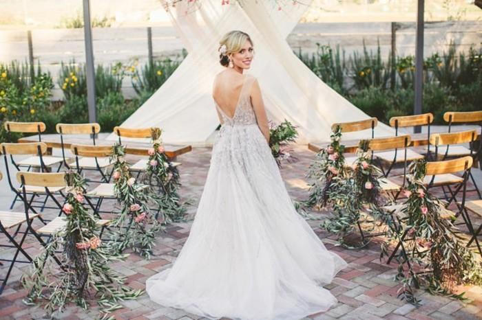 superbe-robe-mariee-magnifique-idee-modele-tenue-robe-de-mariee-simple-modele-a-choisir-mariage