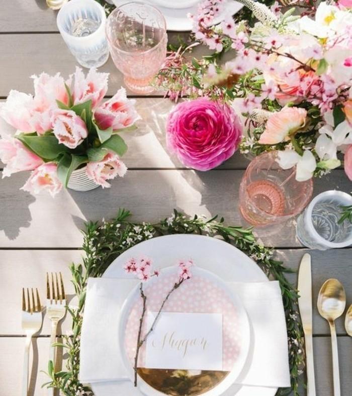 table-de-paques-exceptionnelle-decoree-de-beaucoup-de-fleurs-qui-apportent-de-la-joie-vaisselle-elegante