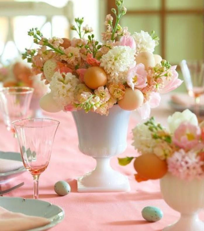 table-joliment-decoree-nappe-rose-bouquets-de-fleurs-magnifiques