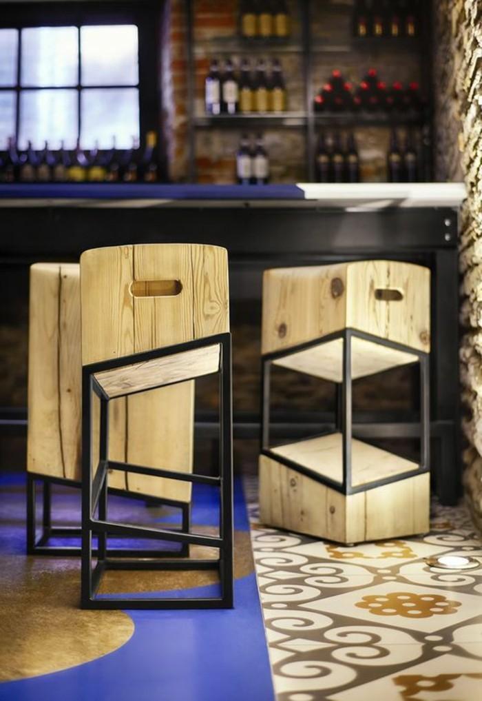 tabourets-de-bar-geometriques-formes-en-bois