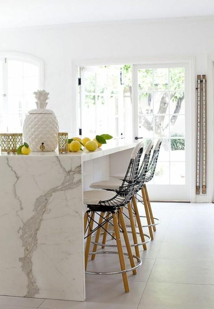 tabourets-de-bar-ilot-marbre-grande-fenetre
