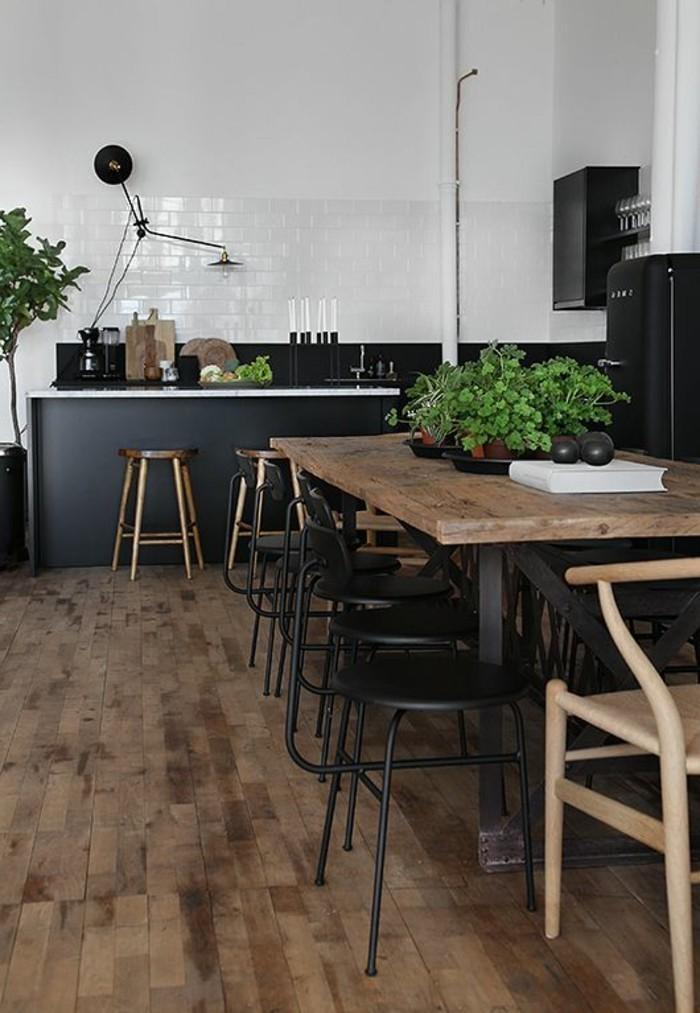 tabourets-de-bar-sol-bois-vaste-piece