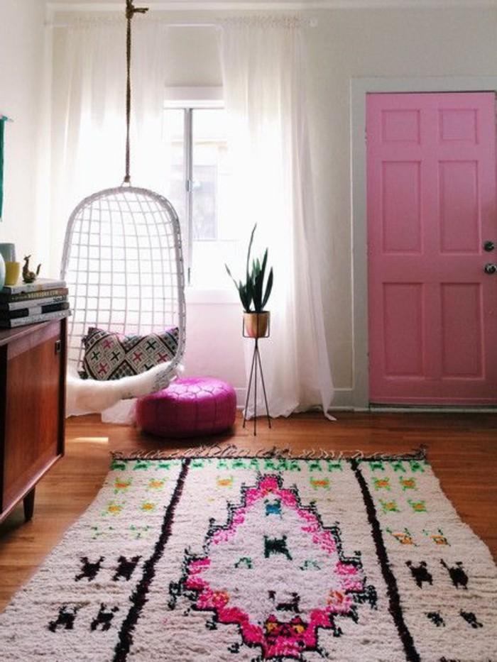 tapis-modernes-piece-interessante-une-porte-rose