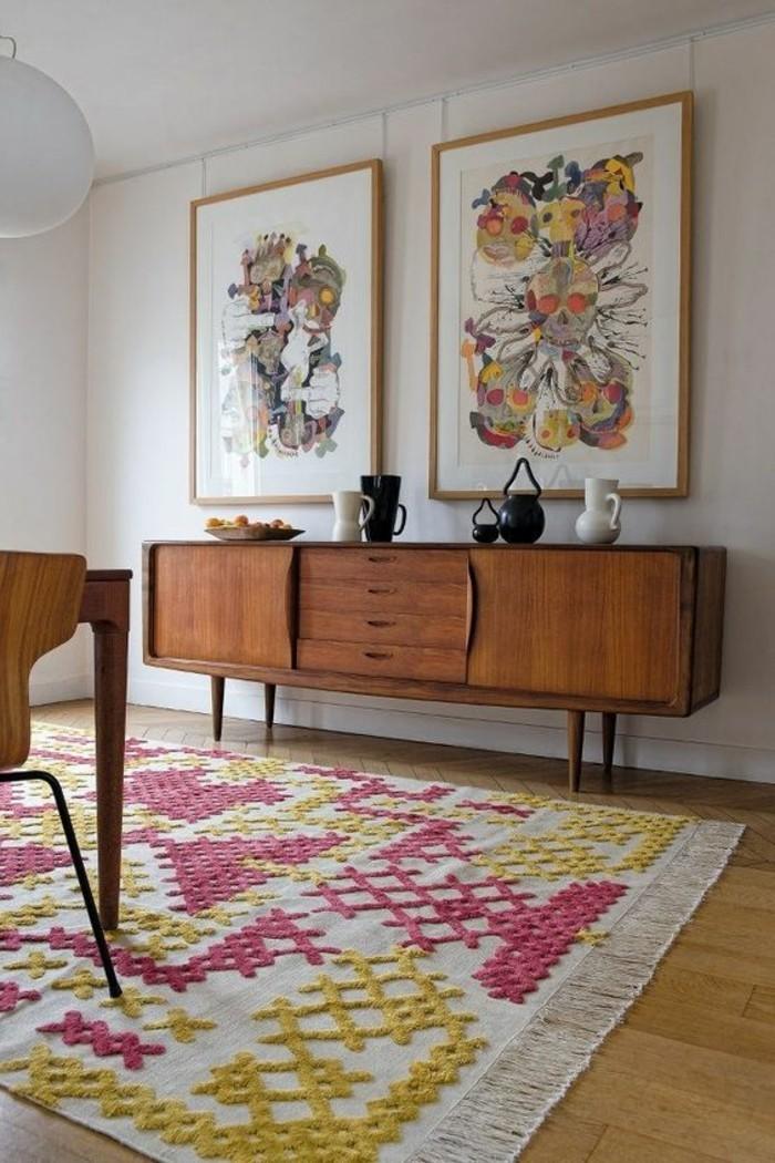 tapis-modernes-un-tapis-compose-de-jaune-et-de-rose