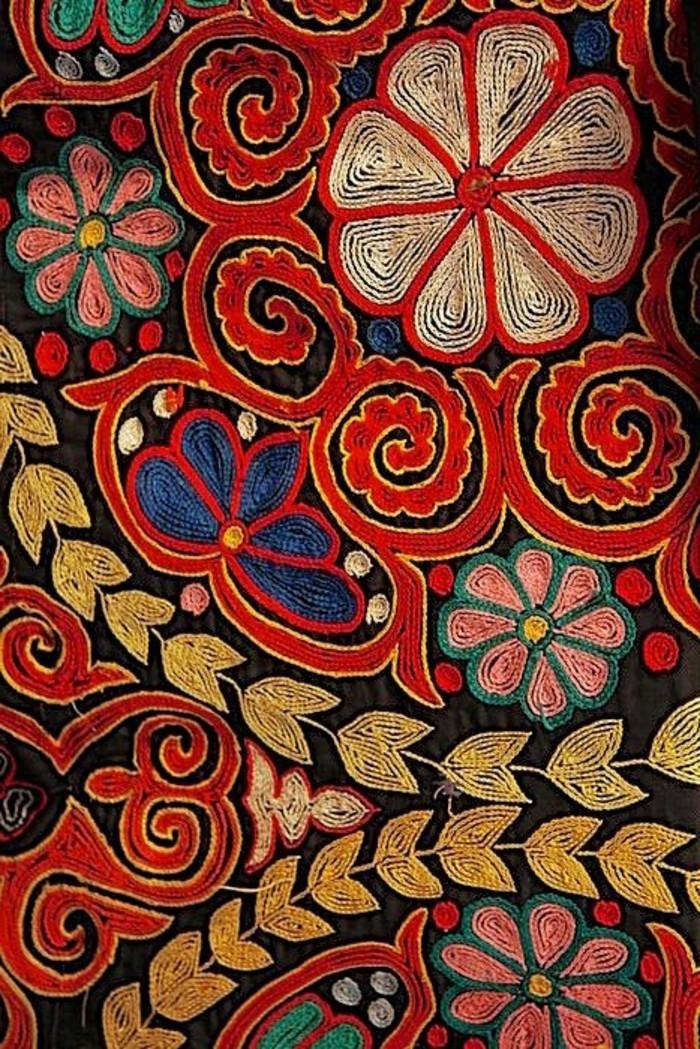 tapis-modernes-un-tapis-de-tibet-compose-de-fleurs