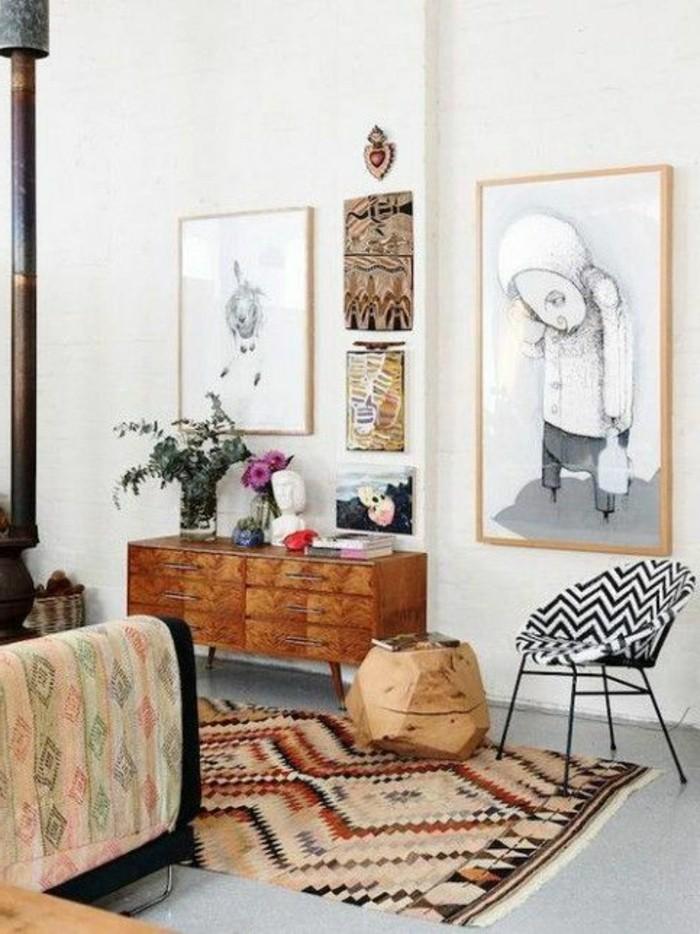 tapis-modernes-une-chaise-moderne-et-un-portrait-au-mur