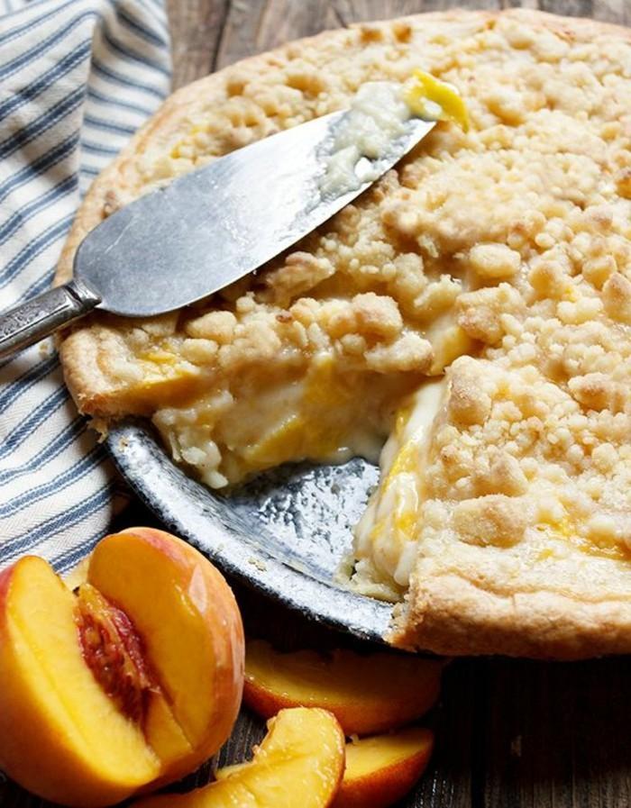 tarte-crumble-aux-peches-et-a-la-creme-fraiche