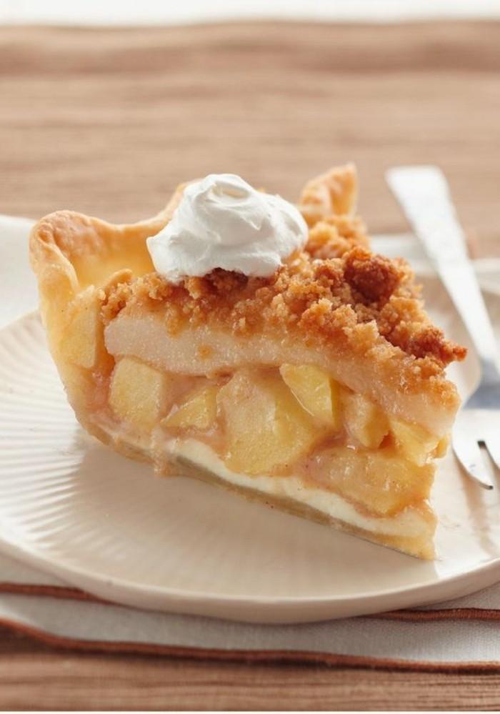 tarte-crumble-aux-pommes-dessert-original-a-la-creme