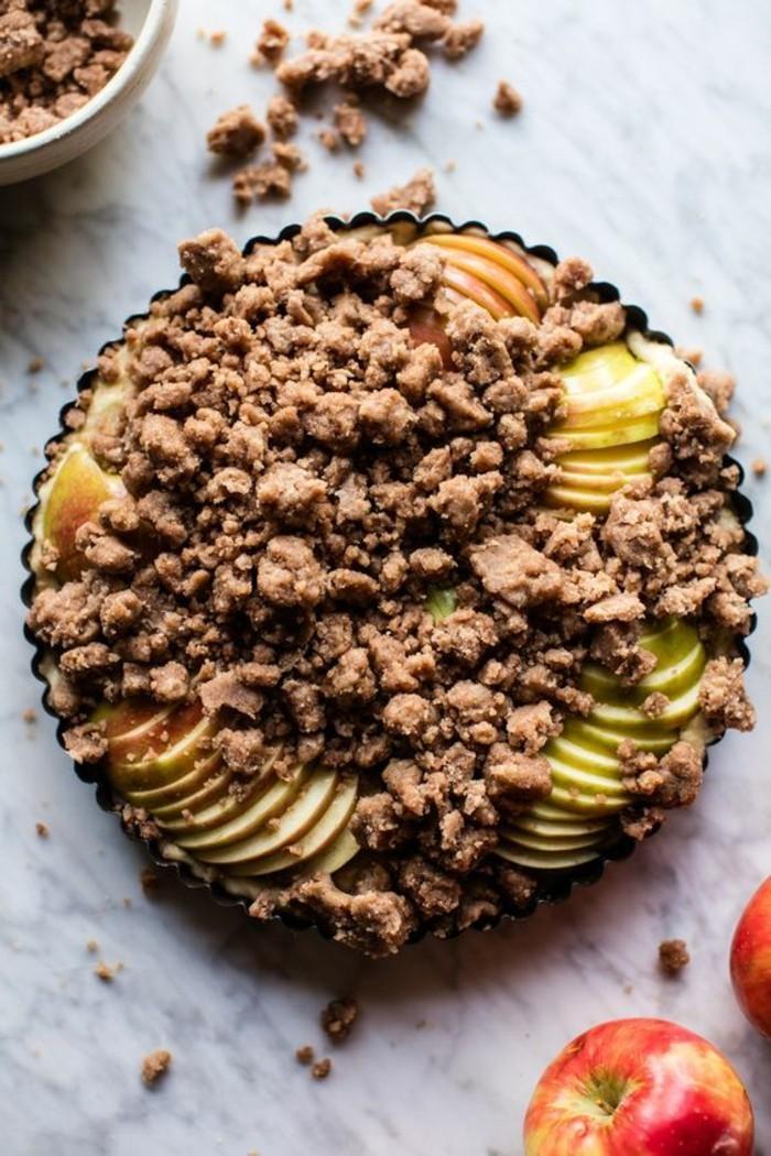 tarte-crumble-avec-pate-au-cacao-tranches-de-pommes